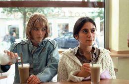 En Garde - Alice und Berivan im Cafe