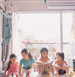 Nobody Knows: v.l.n.r.: Momoko SHIMIZU, Ayu KITARU,...Movies