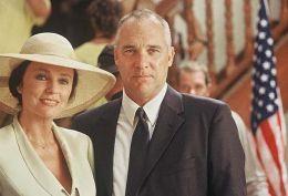 Maureen (Jacqueline Bisset) und Oliver (Stuart...O FILM