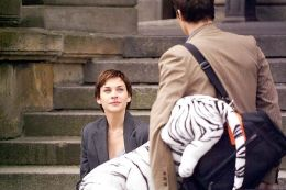 Felix (Marc Hosemann) kommt zum Scheidungstermin mit...r Film