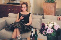 Elsa (Sandrine Bonnaire) ist bei Lucas eingeladen,...lange