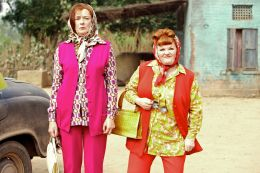 West Is West - Ella (Mrs Khan Nr. 2) und ihre beste...Annie