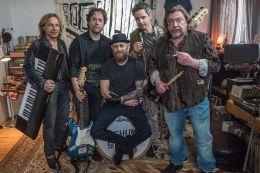 So viel Zeit - v.l.n.r.: Die Band 'Bochums Steine' -...de)